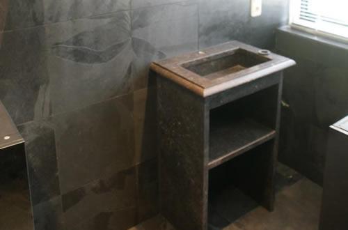 tegelzetter groningen, badkamer met bruine op tegelzetbedrijfmelessen.nl